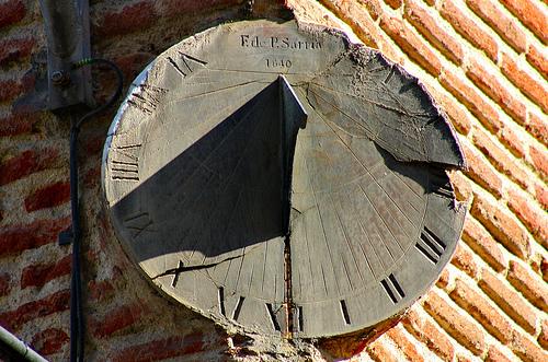 Reloj de sol de la fachada de San Martin