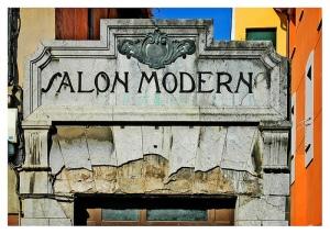 «Salon Moderno...», foto de Lapidim, 26 de junio de 2004.