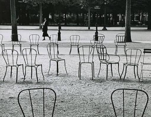 André Kertész, «Chaises de Paris», 1929.